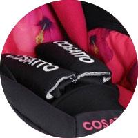 Для безопасности малыша предусмотрены 3-х точечные ремни безопасности с мягкими накладками..